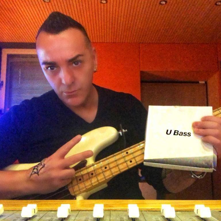 Rossano Eleuteri, bassista di successo. Ha collaborato con Nek, Loredana Berté, Renato Zero, Paola Turci e molti altri.